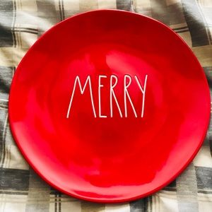 NWT-SET of 4 DINNER, RED MERRY Dunn Plates!!